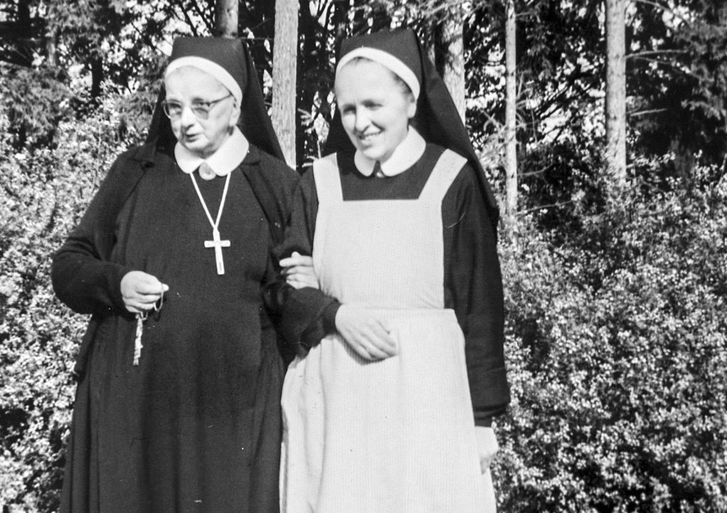 Sr. M. Theresia Hecht mit Sr. Gertrudis